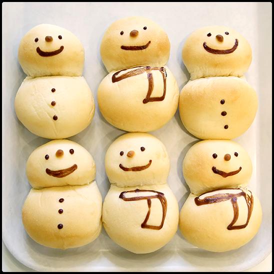 雪だるまのクリームチーズパン