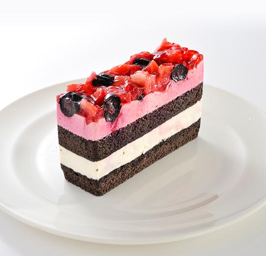 苺とベリーのケーキ
