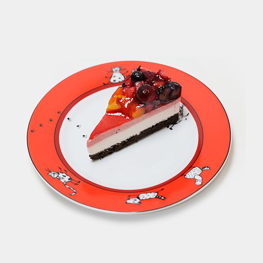 桃とベリーのケーキ