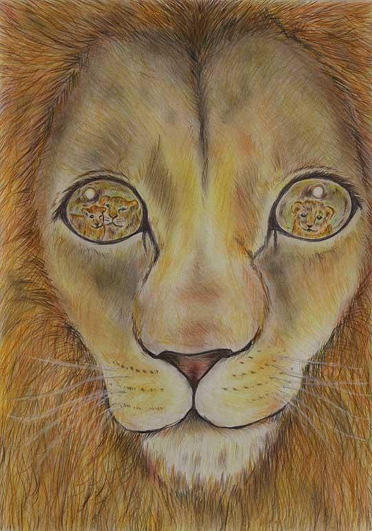 家族を見守る雄ライオン